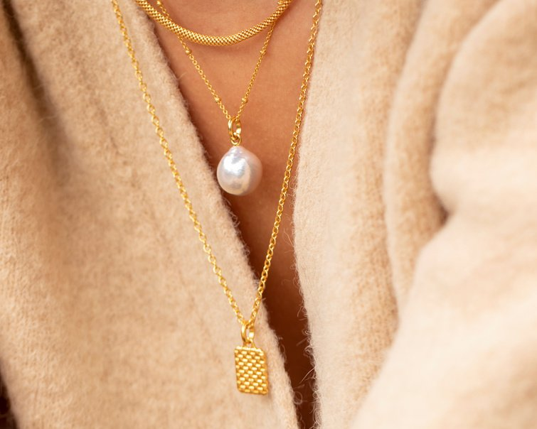 Stacked gold necklace chains with nura pearl pendant