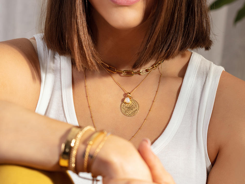 mix up your layering necklaces with different chain weights