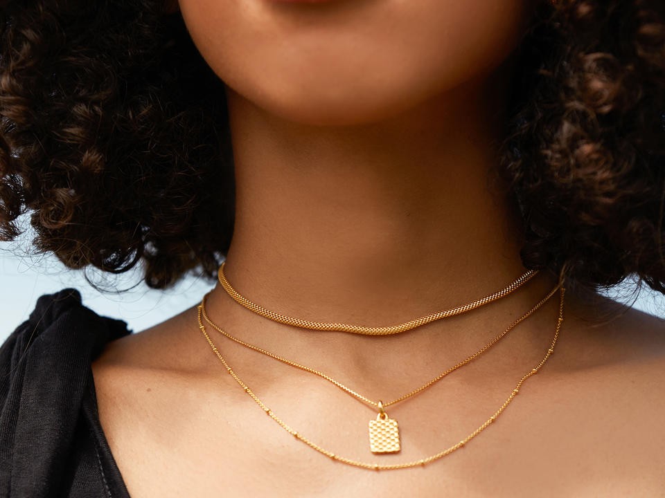 how to layer different necklace types