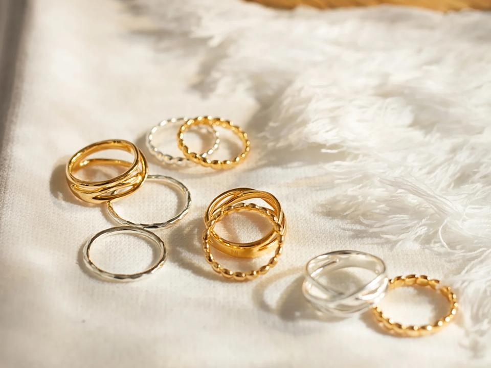 how to easily wear minimalist rings