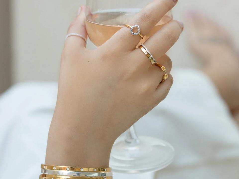 choosing a minimalist promise ring