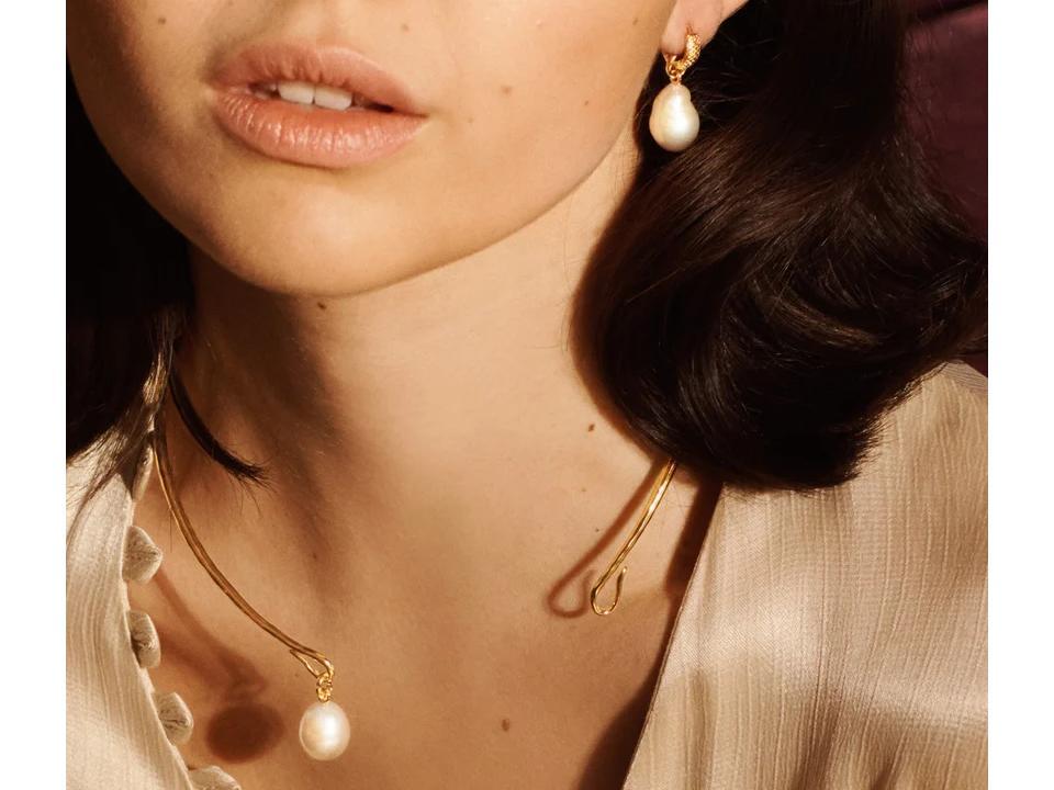 pearls are an elegant semi-precious gemstone