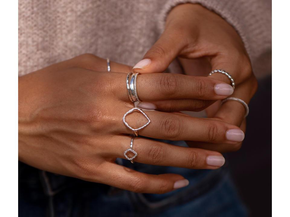 pear diamonds are beautiful in rings