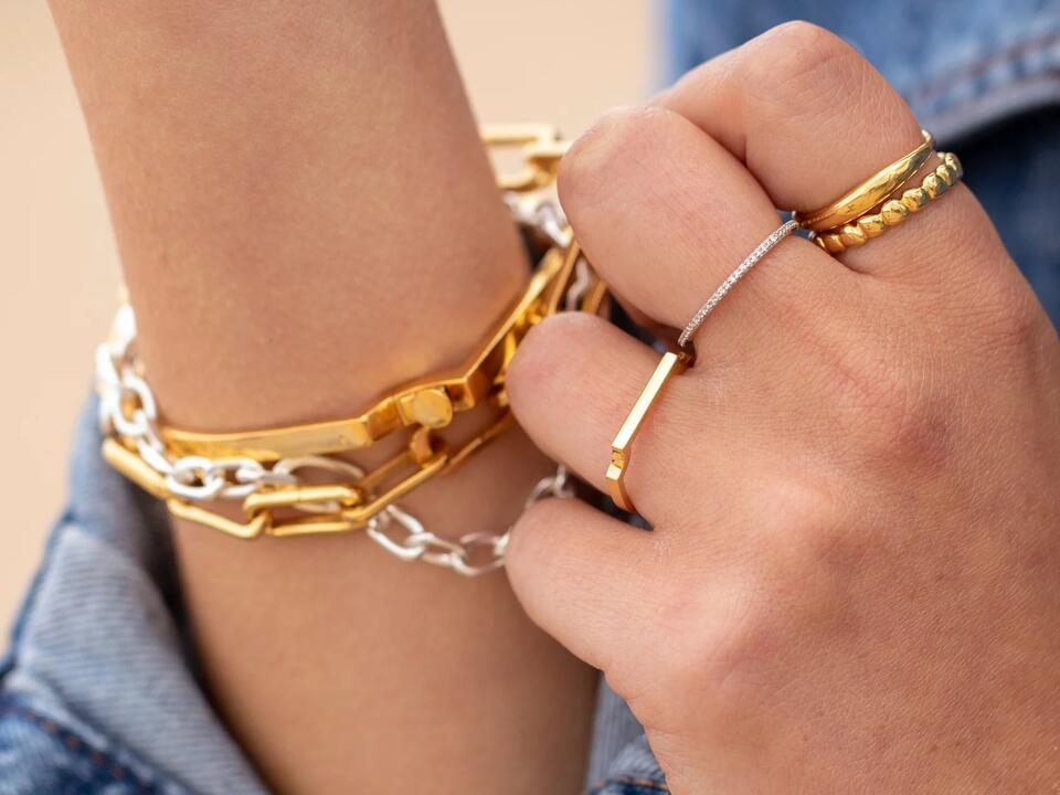 infinity rings can have many design types including the figure of eight