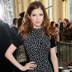 Anna Kendrick wears the Monica Vinader Atlantis Cocktail earrings and Flint Ring in Dendritic Agate to the Tory Burch AW14 New York Fashion Week Show