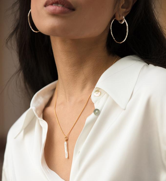 Gold Vermeil Nura Skinny Biwa Pearl Pendant  - Pearl - Monica Vinader