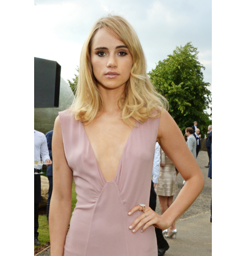 Suki Waterhouse wears Monica Vinader Diamond Eternity bands and Ava Diamond Cocktail Ring to the 2014 Serpentine Ball in London's Hyde Park.